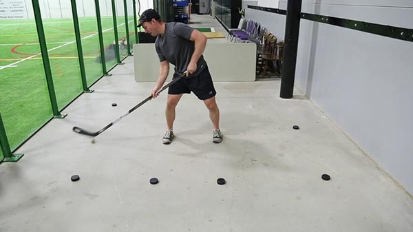 Basic Stickhandling - Lateral Side Forehand - With Reach