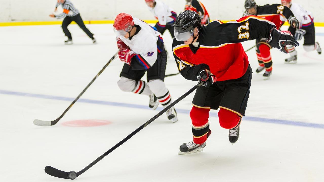Hockey player backchecking