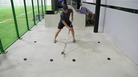 Basic Stickhandling - In Close & Out Wide